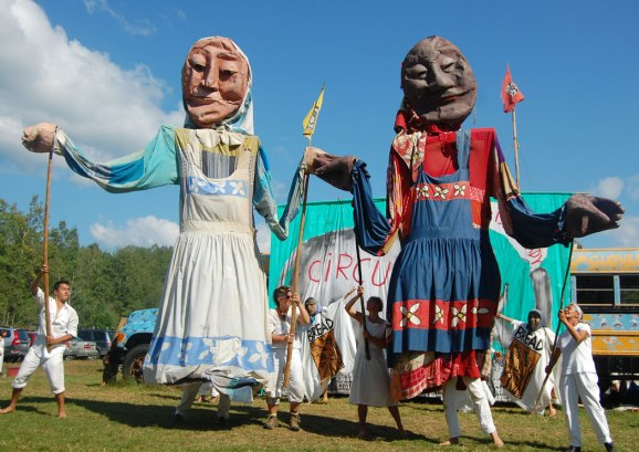 bread-puppet-washerwomen